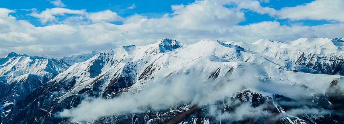 壯美河山!萬米高空俯瞰雪後巴顏喀拉山