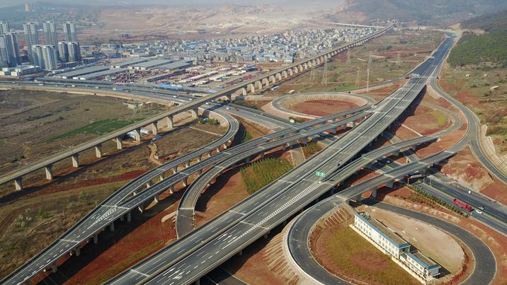 """從""""西南邊陲""""到""""輻射中心""""——鳥瞰昆明綜合交通建設"""