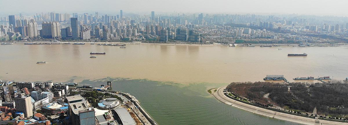 涇渭分明 航拍長江與漢江交匯