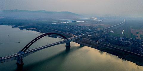 航拍:霞光迎新年 高鐵馳江淮