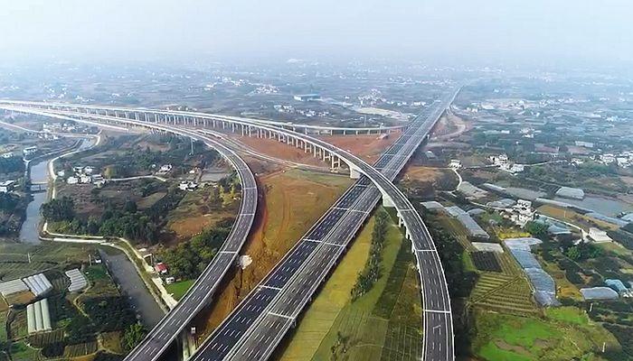 """【""""飛閱""""中國】成都天府國際機場高速公路主線建成完工"""