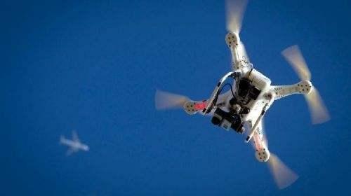 愛爾蘭首都機場因無人機闖入被迫中斷飛行運行