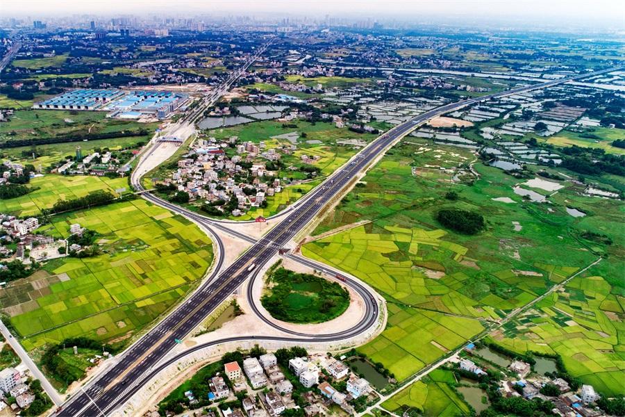 蘭海高速南寧經欽州至防城港段全線八車道通車