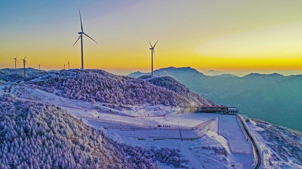 雪後初晴 高山滑雪場美不勝收
