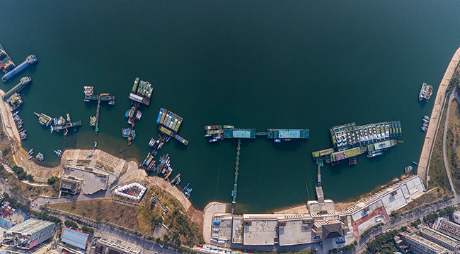 航拍疫情期間的巫山港 船舶停靠靜待放行信號