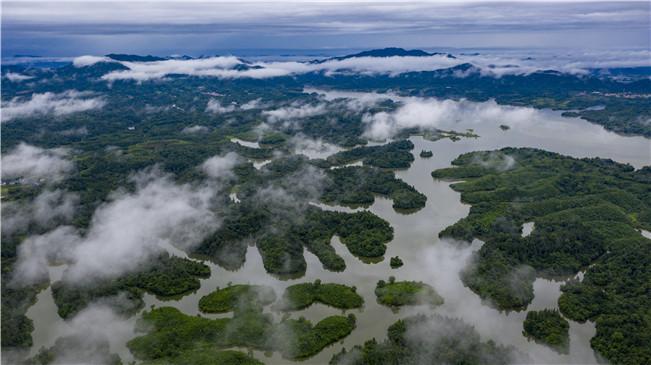 航拍江西仙女湖