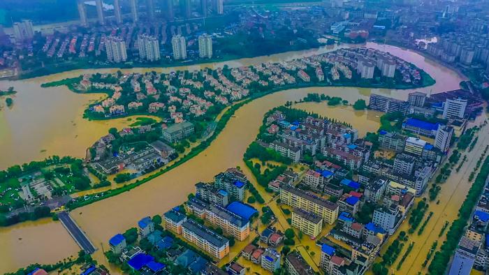 新華鷹現場|湖北鹹寧暴雨 多部門緊急救援