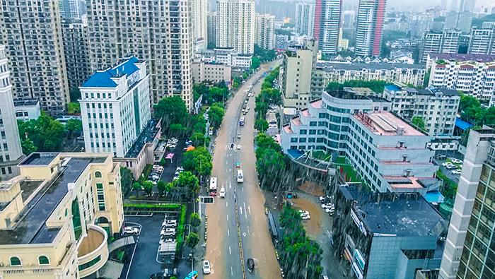 新華鷹|湖北宜昌:暴雨來襲 全城搶險救援急