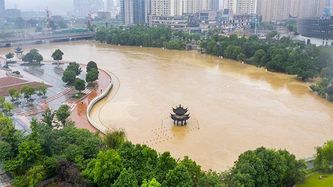 直擊:南川暴雨致鳳嘴江河水上漲