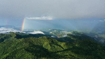 航拍雲南瀾滄 天際彩虹垂