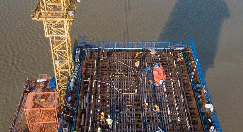 新建福廈鐵路建設者:奮戰在高溫之下高空之上