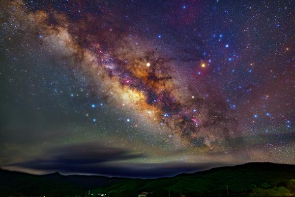 """【""""飛閱""""中國】(延時攝影)看璀璨星空下的大美雲南"""