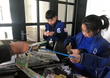 新華網無人機科普進校園 孩子們歡呼雀躍