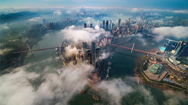 """【""""飛閱""""中國】當山城遇上雲霧 這座城美到了""""雲上"""""""