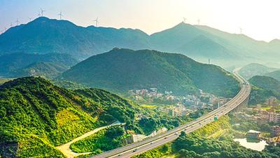 """沿著高速看中國丨這條高速助粵西發展""""換檔提速"""""""
