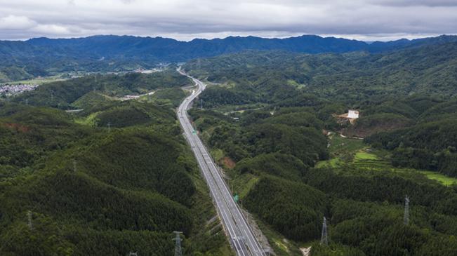 沿著高速看中國 一條鄉村振興致富路