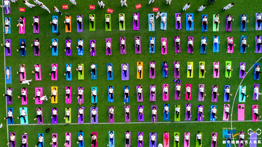 律動中國|航拍河南滑縣百人練瑜伽