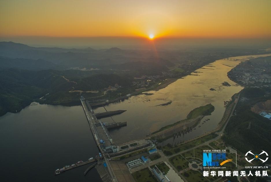 航拍贛江第一壩 夕陽染紅亞洲第一高閘