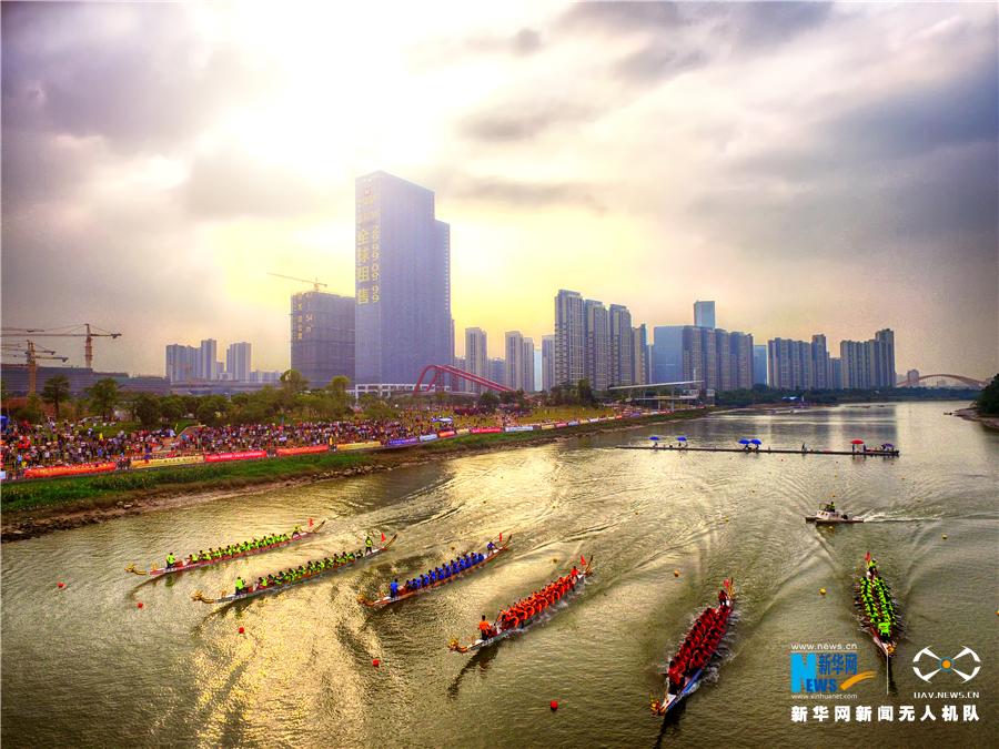 航拍2017年中國龍舟公開賽總決賽 揮槳激浪爭相競渡