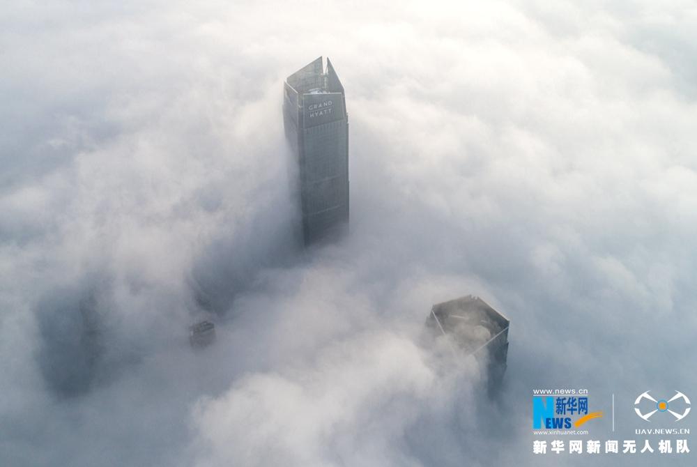 航拍:2018年合肥首場大霧