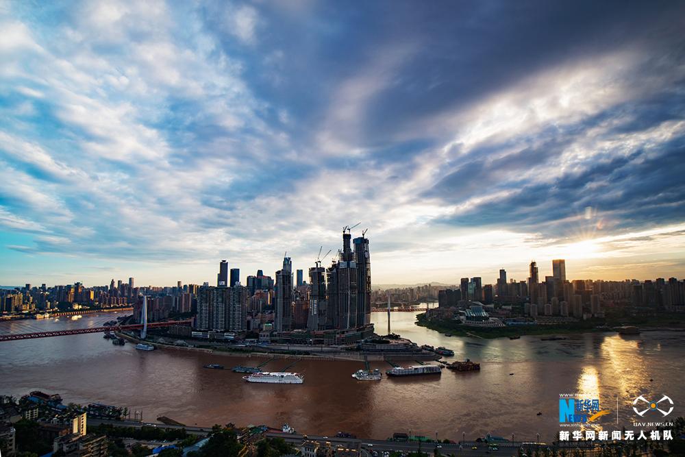 航拍:仲夏重慶城 天藍雲白美出新高度